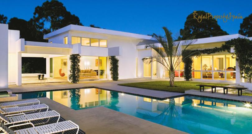 Знаменитости покупают дома в Испании