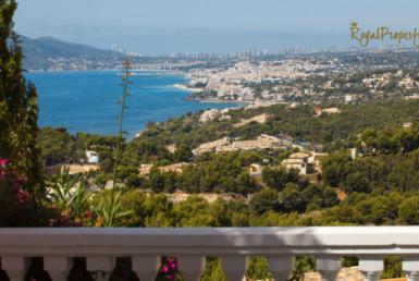 Классика жанра – особняк в Испании в классическом стиле