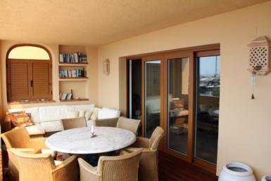 Квартира на первой линии моря в Маскарат