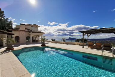 Villa with wonderful views in Altea Hills